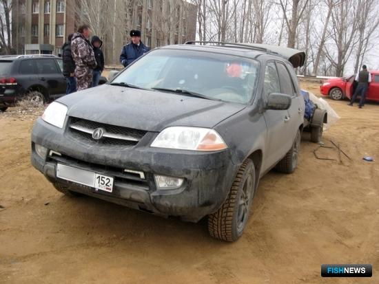 Патрульная группа батальона ДПС остановила автомобиль с прицепом. Фото пресс-службы УМВД России по Астраханской области