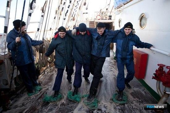 Перед заходом в порт на борту прошла большая приборка. Фото Александра Кучерука.