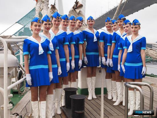 Знаменитые барабанщицы Дальрыбвтуза на борту «Паллады»