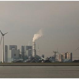 Берега Эмса представляют собой исключительно индустриальный пейзаж: заводы и бесчисленные ветроэнергетические установки. Фото Александра Кучерука.