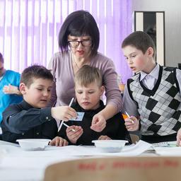 Фонд «Родные острова» запустил цикл занятий с детьми и подростками «Покорми птиц зимой». Фото пресс-службы фонда