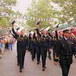 Через весь Бремерхафен прошел парад экипажей. Фото пресс-службы БГАРФ
