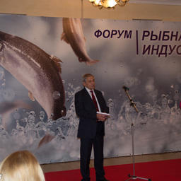 Руководитель регионального агентства по рыболовству Сергей Диденко на открытии выставки. Фото tonsakh.ru