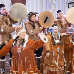 В рамках культурной программы перед гостями выступили артисты национальных ансамблей «Нулгур» и «Эльвель». Фото пресс-службы правительства региона