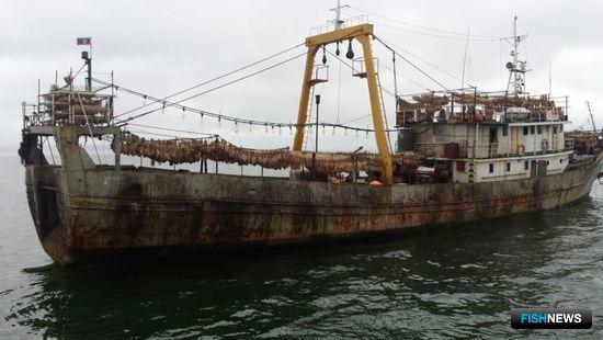 Северокорейское промысловое судно «Дае Янг 10». Фото пресс-службы Дальневосточного следственного управления на транспорте СК РФ