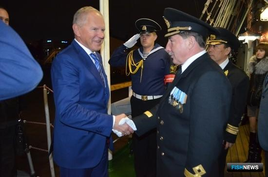 В Инчхоне парусник посетил глава Росрыболовства Андрей Крайний. Фото пресс-службы Дальрыбвтуза.