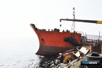 Началась утилизация танкера «Надежда». Фото пресс-службы Невельского городского округа