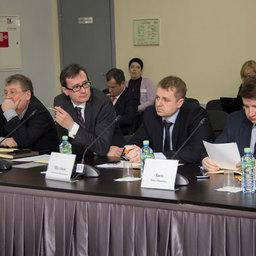 Проблемы поставок российской рыбопродукции в отечественные порты обсудили на круглом столе. Фото пресс-службы Аналитического центра при Правительстве РФ.