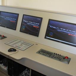 Центр оборудован одним из самых передовых навигационных тренажеров серии Navi-Trainer Professional (NTPRO) 5000. Фото пресс-службы МГТУ