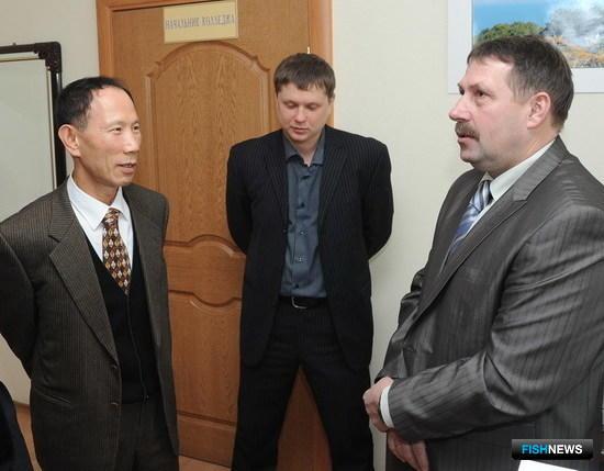 Со Иль Тэ и Алексей Цымбал обмениваются воспоминаниями о совместной работе