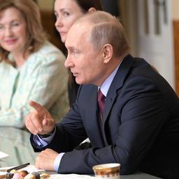 В марте президент Владимир ПУТИН провел в Самаре встречу с женщинами-предпринимателями. Фото пресс-службы главы государства