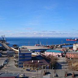 В этом году в Корсаковском порту проделали серьезную работу по ремонту 70 м причальной полосы
