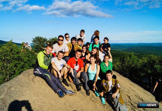 Ребята, которые ездят на путину не первый год, становятся полноценной командой. Фото – ПРО МООО «РСО».