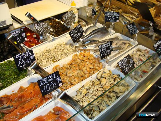 В ассортименте торговых предприятий примерно полторы сотни наименований, половина из которых – рыба и морепродукты