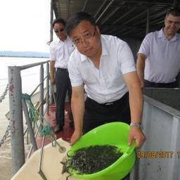 На Владимировском рыбоводном заводе китайская делегация приняла участие в выпуске молоди осетровых. Фото пресс-службы Амуррыбвода