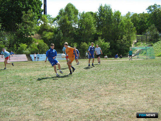В атаке футболисты Дальрыбы