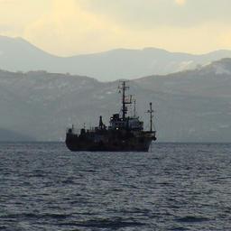 Промысловое судно на Северных Курилах