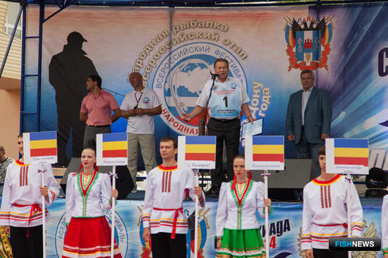 Участником поздравил заместитель руководителя Росрыболовства Владимир Соколов