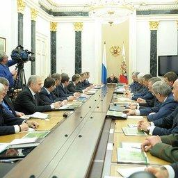Владимир Путин провел заседание Совбеза, посвященное обеспечению национальной безопасности в сфере охраны окружающей среды и природопользования. Фото пресс-службы Президента РФ.