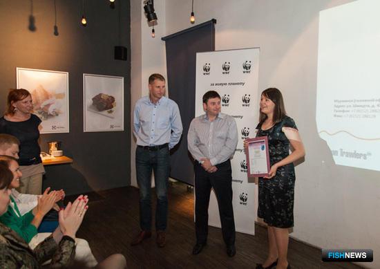 Представителям ЗАО «КАРАТ-Трейдинг» вручили сертификат прямо на презентации