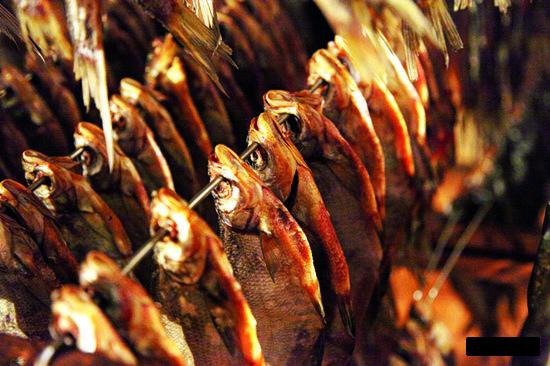 Озерное рыболовство низкорентабельно, но в результате люди могут круглогодично есть и свежую рыбу, и переработанную на местных предприятиях