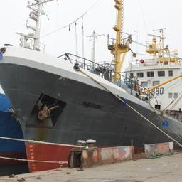 Промысловое судно у причала в Инкермане