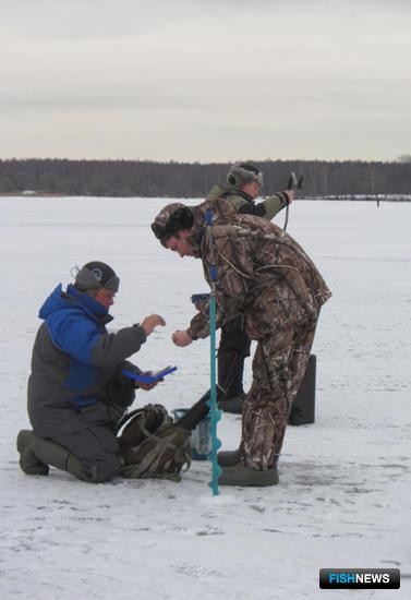 Взрослые рыбаки состязались по нескольким номинациям