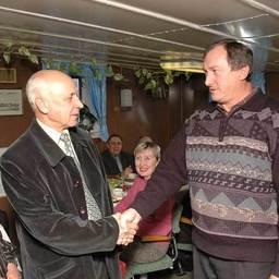Благодарность капитана. Владимир ЗЕЛЕНСКИЙ и капитан «Гиссара» Александр ЮНОШЕВ