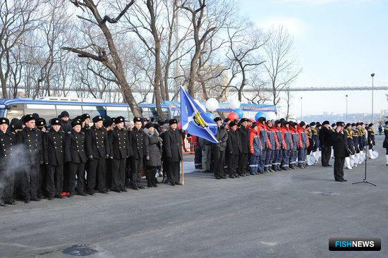 В честь прибытия парусника был организован торжественный митинг