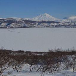 Курильское озеро полностью покрылось льдом впервые за 10 лет. Фото Андрея Габова