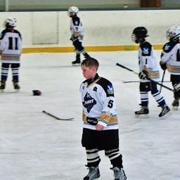Юные хоккеисты покидают арену