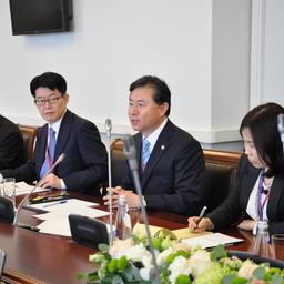 Корейскую делегацию возглавлял министр морских дел и рыболовства Республики Корея Ким Ён Чун