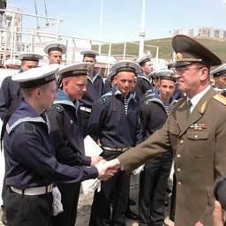 Подъем флага на новом пограничном сторожевом корабле. Владивосток, май, 2007 г.