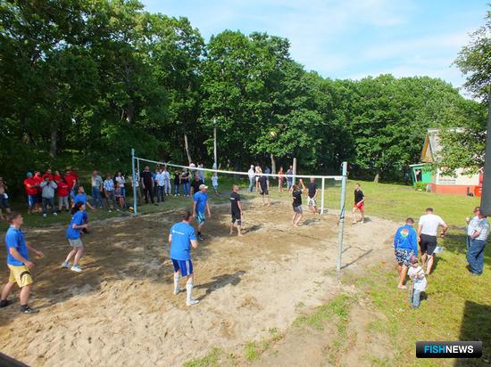 Для команд предприятий впервые были организованы соревнования по волейболу
