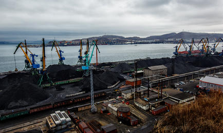 Перевалка угля в порту Находки. Фото Александра Хитрова