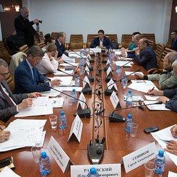 Рабочая группа при профильном комитете Совета Федерации обсудила проекты постановлений, определяющих порядок распределения и закрепления долей квот. Фото пресс-службы СФ