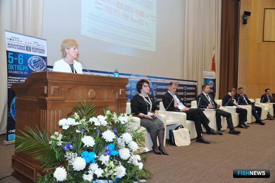 В рамках визита во Владивосток чрезвычайный и полномочный посол Исландии Сигридур Берглинд АСГЕЙРСДОТТИР выступила с докладом на конгрессе рыбаков и провела лекцию в Дальрыбвтузе