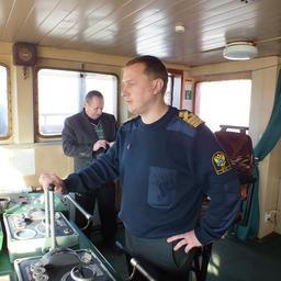 Капитан Александр Насадюк ведет «Сибирский» на швартовку