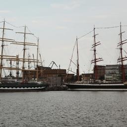 Четырехмачтовые барки Росрыболовства «Седов» и «Крузенштерн» снова встретились в Гдыне. Фото Александра Кучерука.