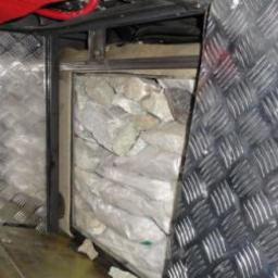 Мешки с трепангом и камни, аккуратно уложенные в тайнике. Фото пресс-группы Пограничного управления ФСБ России по Приморскому краю.