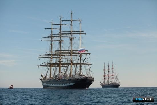Барки Росрыболовства «Седов» и «Крузенштерн» встретились в Средиземном море. Фото Александра Кучерука.