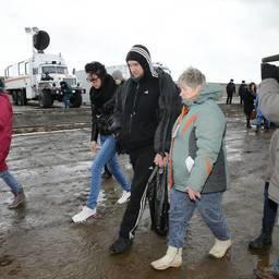 На Сахалин доставили рыбаков с БАТМ «Дальний Восток». Фото пресс-службы правительства области