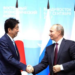 Премьер-министр Японии Синдзо АБЭ и президент РФ Владимир ПУТИН. Фото пресс-службы Кремля