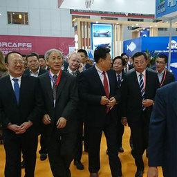 Делегация организаторов выставки во главе с заместителем министра сельского хозяйства КНР Юй Канчжэнем после осмотра российского стенда.