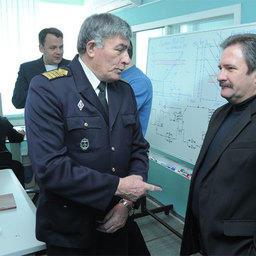 Члены Совета Ассоциации рыбохозяйственных предприятий Приморья во время посещения Владивостокского морского рыбопромышленного колледжа