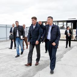 Будущий детский яхт-клуб посетил губернатор Сахалинской области Олег КОЖЕМЯКО. Фото пресс-службы фонда «Родные острова»