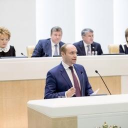 Министр по развитию Дальнего Востока Александр ГАЛУШКА выступает на правительственном часе в Совете Федерации. Фото пресс-службы СФ