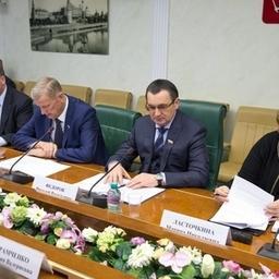 Первый вице-спикер Совета Федерации Николай Федоров провел совещание по поправкам в закон об аквакультуре. Фото прес-службы СФ