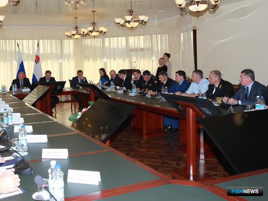 Глава Минсельхоза Александр Ткачев провел на Камчатке совещание по вопросам развития рыбной отрасли. Фото пресс-службы краевого правительства