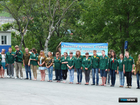 Студенты собрались на торжественное построение